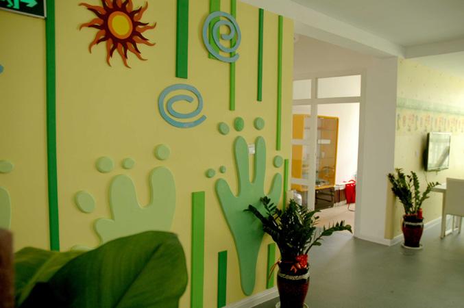 幼儿园教室墙面设计特点及原则